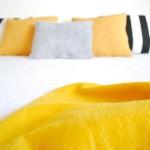 Mi dormitorio con detalles mostaza